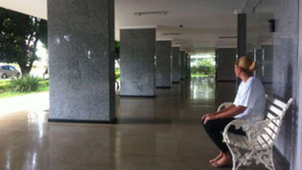 Nova lei cria dilemas e expectativa para domésticas - BBC Brasil