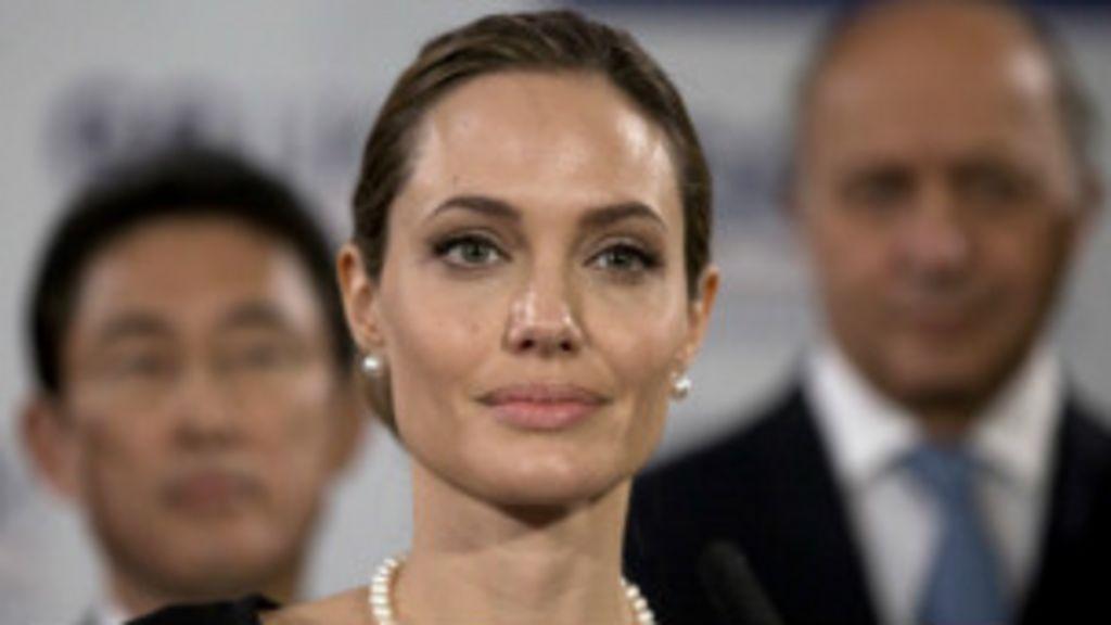 Angelina Jolie anuncia ter retirado seios para evitar câncer - BBC ...