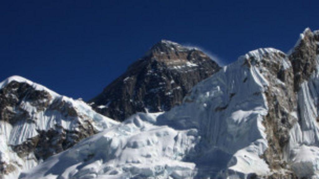 Guias se revoltam e atacam alpinistas no Monte Everest - BBC Brasil