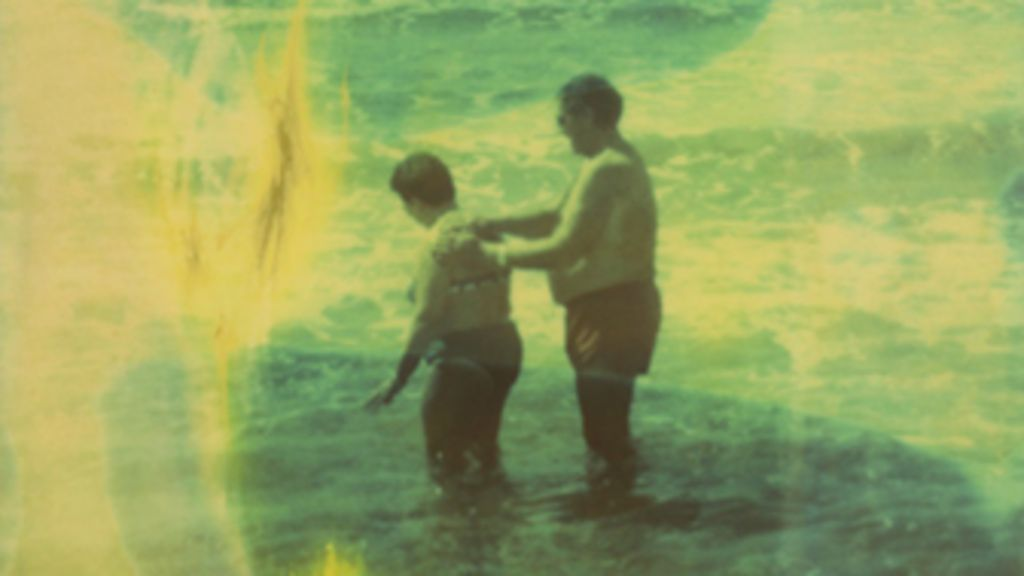 Fotógrafo usa polaroid para retratar litoral decadente da Europa ...