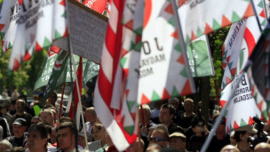 Partido húngaro reúne centenas em manifestação antissemita ...