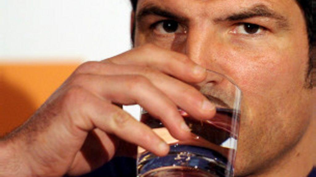 Beber bastante água é bom para a pele: Mito ou realidade? - BBC ...