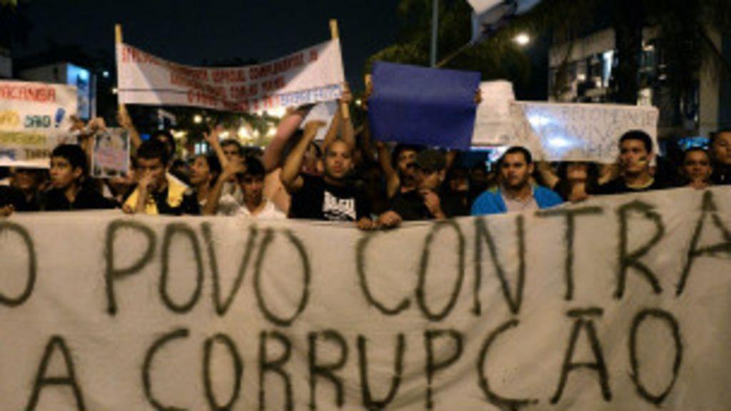 Brasil cai em ranking de corrupção em ano de mensalão - BBC Brasil