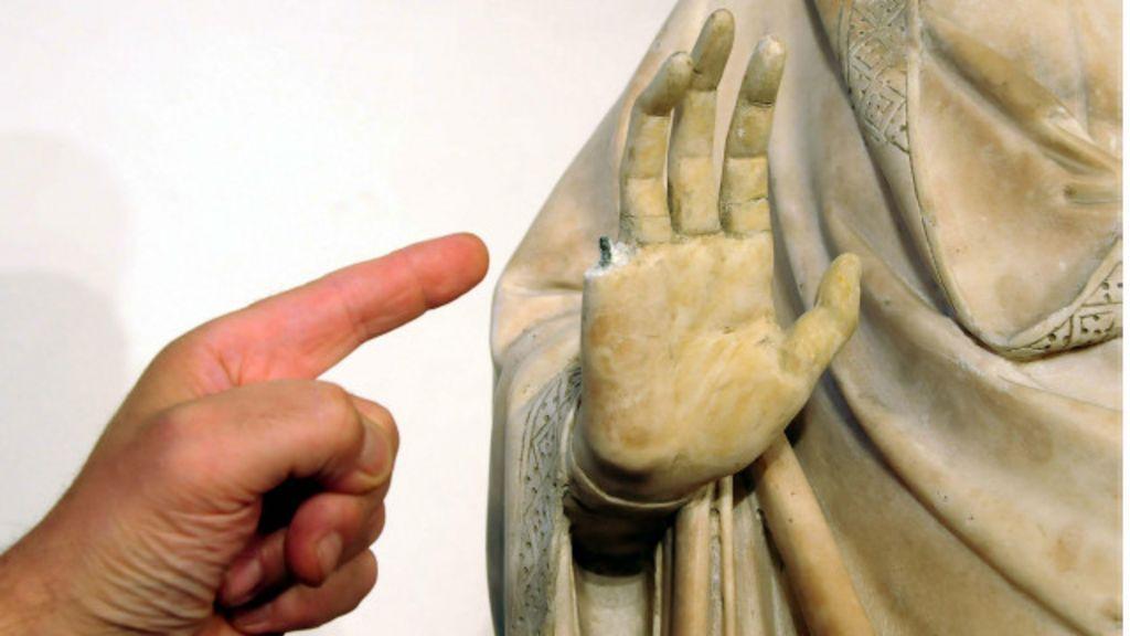 Turista americano quebra estátua do século 14 na Itália - BBC Brasil