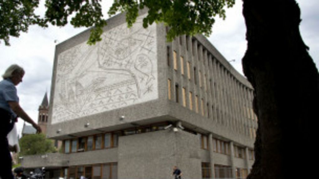 Futuro de murais de Picasso em Oslo divide Noruega - BBC Brasil