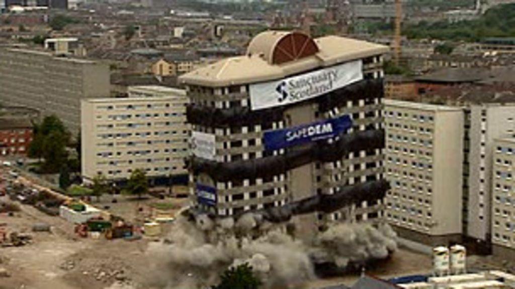 Prédio de 18 andares é demolido na Escócia - BBC Brasil