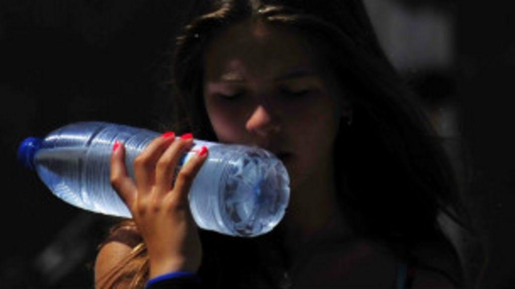 Realmente precisamos tomar dois litros de água por dia? - BBC Brasil