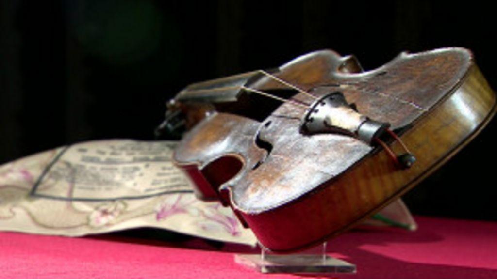 Violino 'que não parou de tocar' em naufrágio do Titanic vai a leilão ...