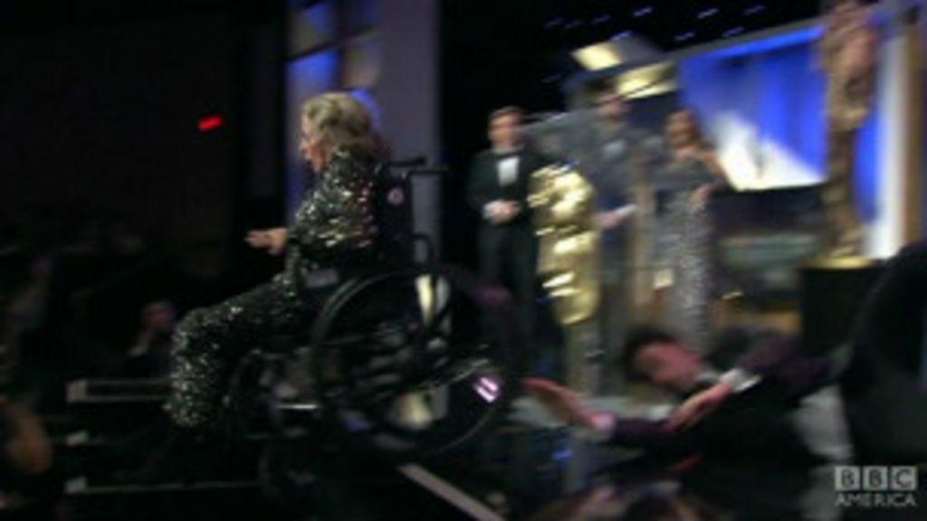 Ator de 'Borat' assusta plateia com pegadinha em Los Angeles ...