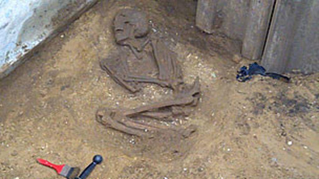 Esqueleto da era romana é encontrado em fossa na Grã-Bretanha ...