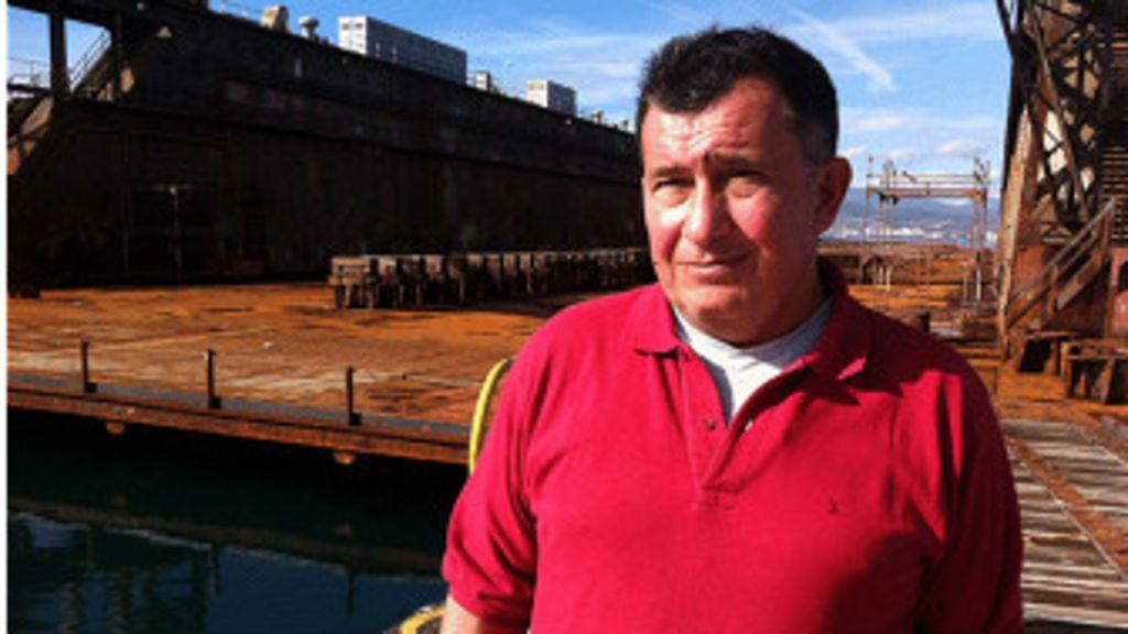 """Penélope, el """"barco fantasma"""" de los griegos sin paga - BBC Mundo"""