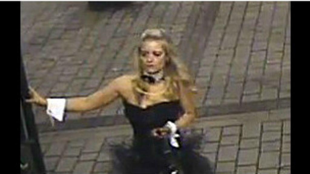 Polícia britânica caça agressora vestida de ' coelhinha' - BBC Brasil