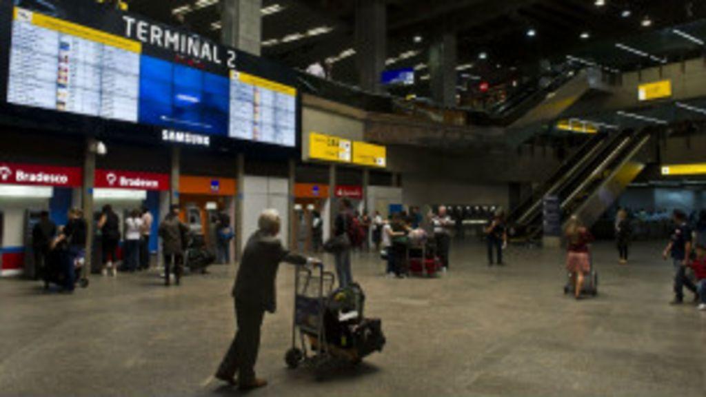 Passagens e chips de celular ainda são problema para estrangeiros ...