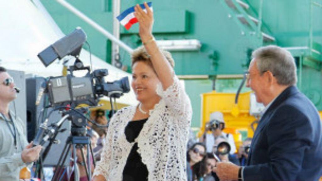 Em Cuba, Dilma condena embargo e agradece por Mais Médicos ...