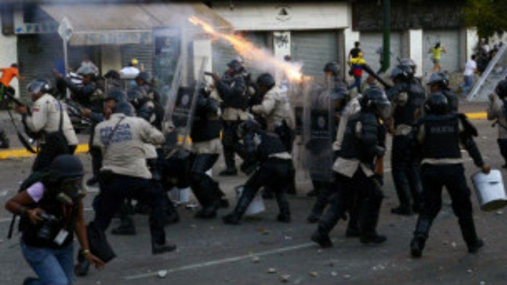Em meio à escalada de tensão, chavistas e opositores saem às ruas ...