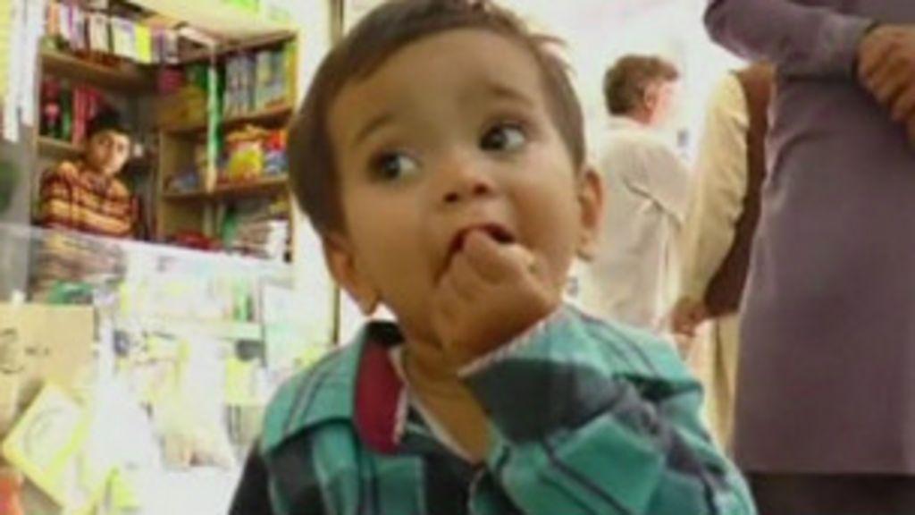 Bebê é acusado de assassinato no Paquistão - BBC Brasil