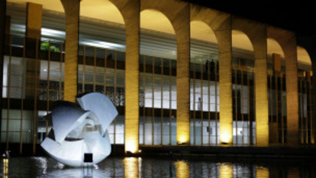 Prova de seleção para diplomata revolta candidatos - BBC Brasil