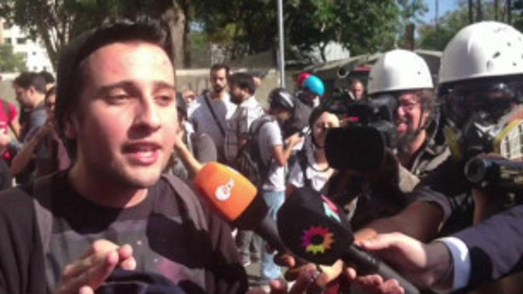 Manifestante critica ação da polícia na estação Carrão - BBC Brasil