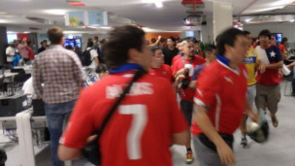 Diplomacia evita expulsão sumária de torcedores chilenos - BBC ...