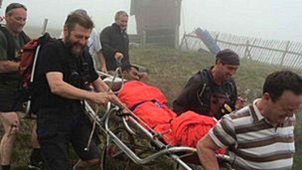 Turista cai tentando subir pico nevado de chinelos na Escócia - BBC ...