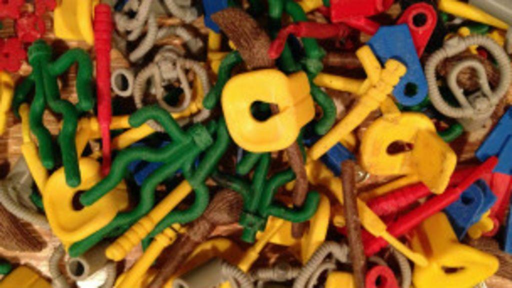 Em praia inglesa, peças de Lego chegam com as ondas - BBC Brasil