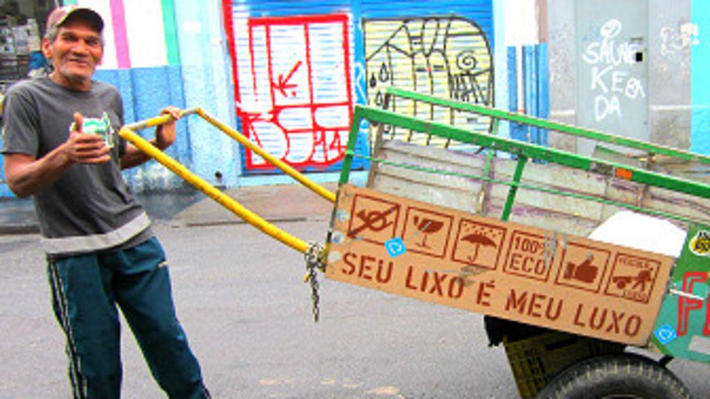 Projeto 'turbina' mais de 160 carrinhos de catadores - BBC Brasil