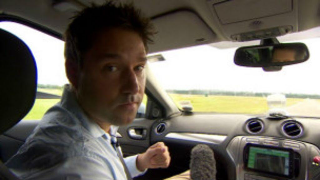 Repórter da BBC testa carro sem motorista - BBC Brasil