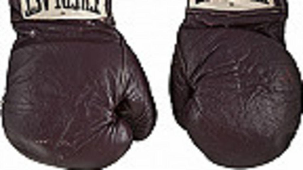 Subastan por casi US$400.000 los guantes que usó Muhammad Alí ...