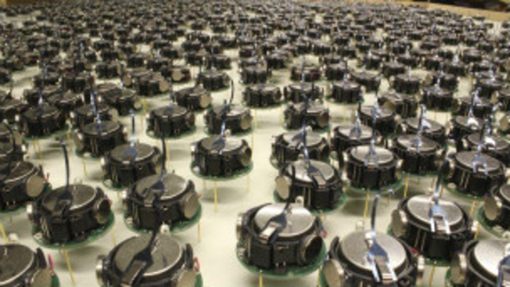 Mil robôs 'trabalham em grupo' para realizar tarefas - BBC Brasil