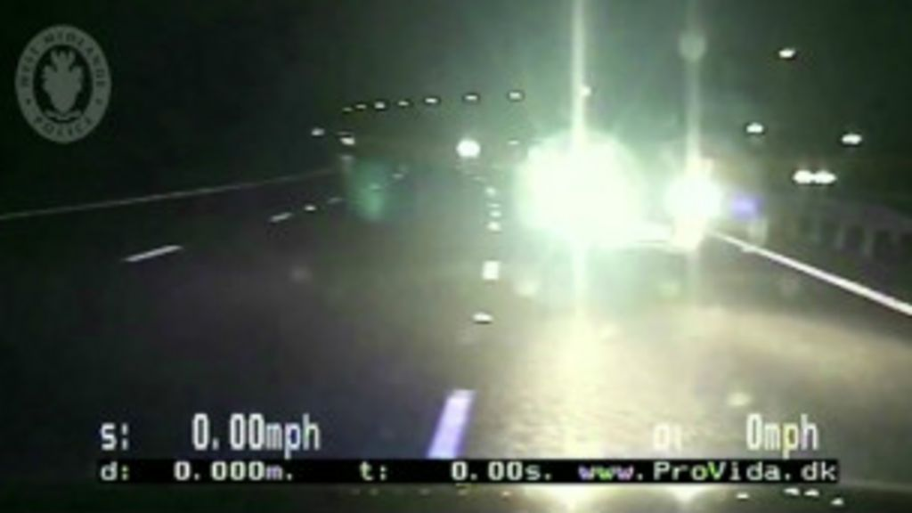 Policiais interceptam motorista na contramão com batida frontal ...