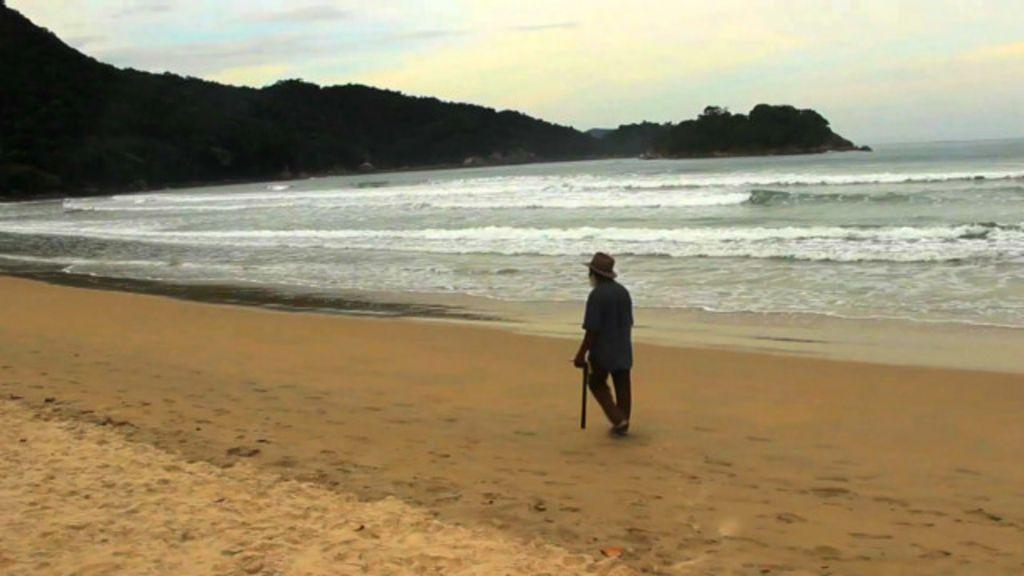 Último preso da Ilha Grande conta dias para fim da pena - BBC Brasil