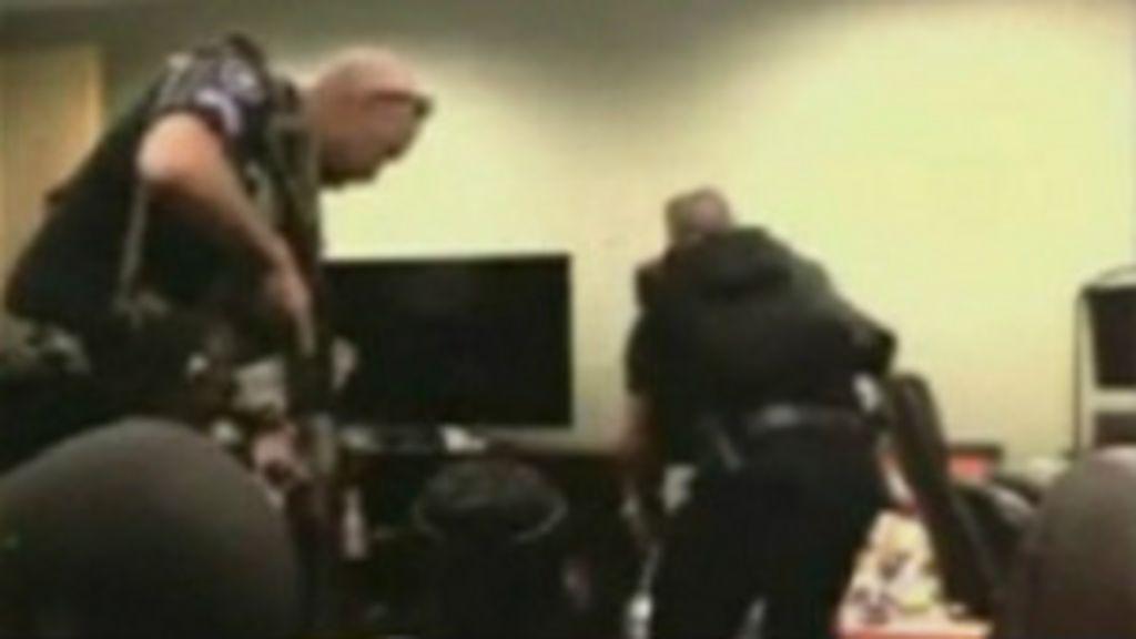 Swat prende gamer por engano durante transmissão ao vivo - BBC ...