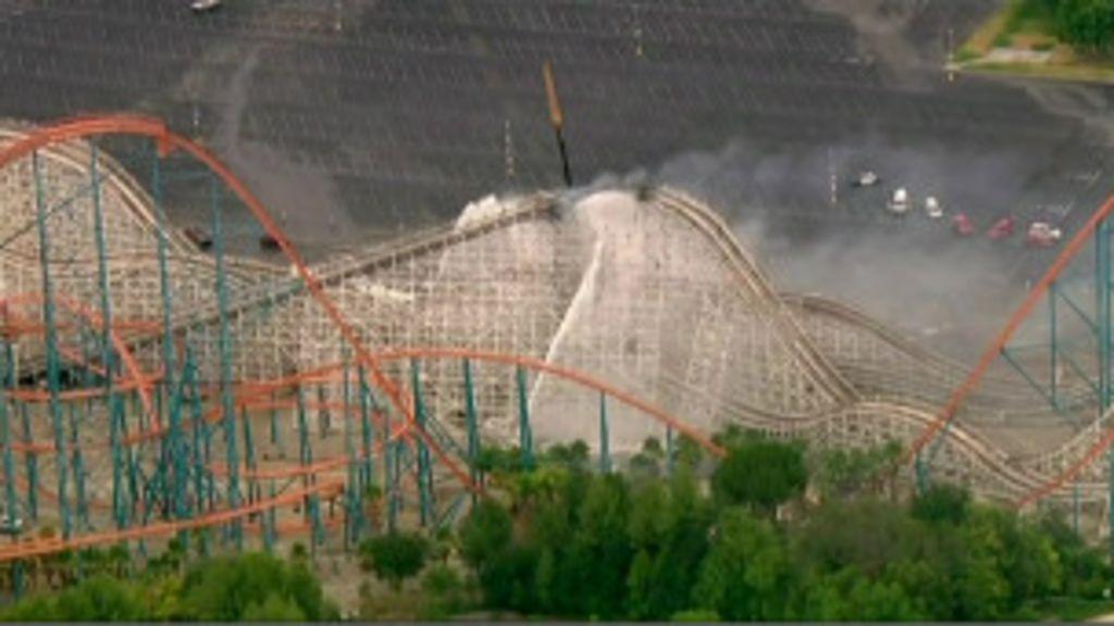 Montanha-russa pega fogo e desaba nos EUA - BBC Brasil