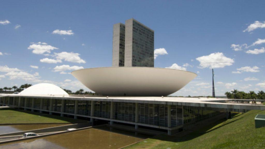 Reforma política: entenda os temas mais polêmicos - BBC Brasil