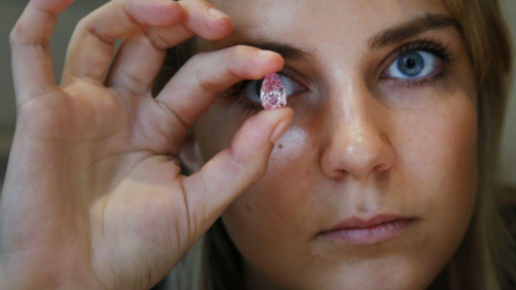 Diamante cor-de-rosa raro é leiloado por R$ 42,7 mi e bate recorde ...