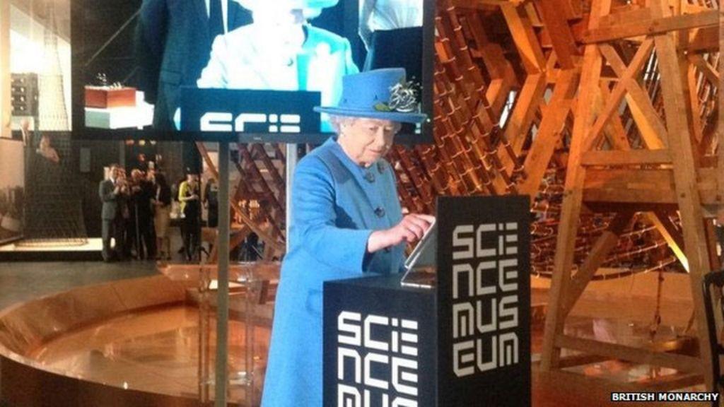 Aos 89 anos, Rainha da Inglaterra tuíta pela primeira vez - BBC Brasil