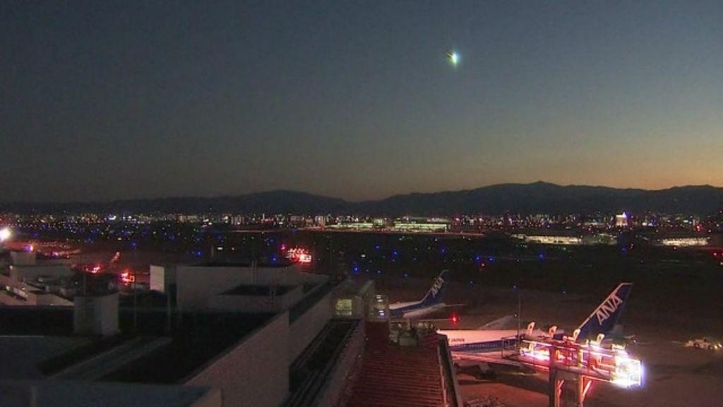 'Bola de fogo' é vista cruzando céu do Japão - BBC Brasil