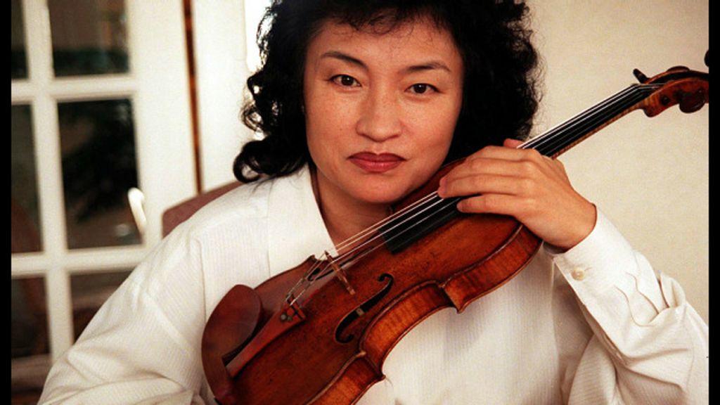 Violinista causa polêmica ao repreender pais de criança que tossia ...