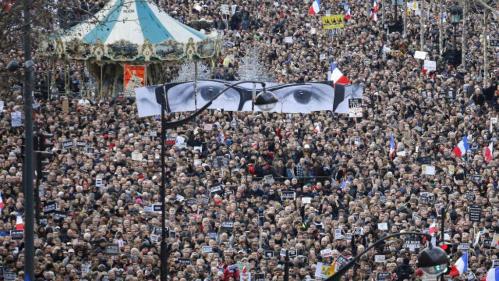 França se mantém dividida, apesar de manifestação pública de união