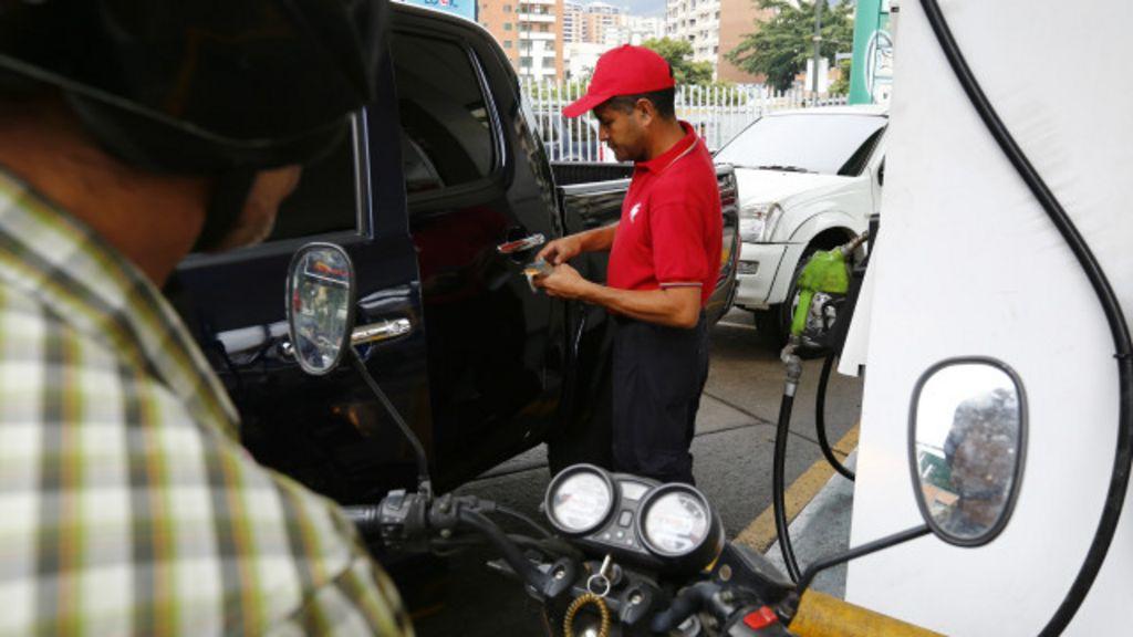 Venezuela: Contrabando de gasolina já rende tanto quanto ...