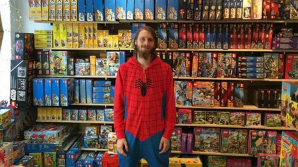 Dinamarca proíbe homem de mudar nome para 'super- herói' - BBC ...