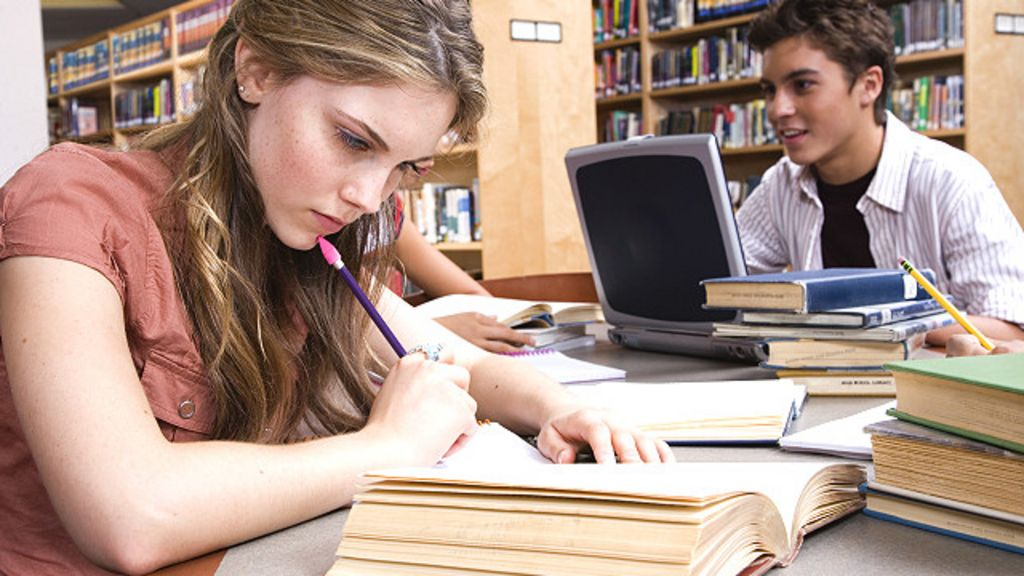Educação sexual para jovens: O que as escolas devem ensinar ...