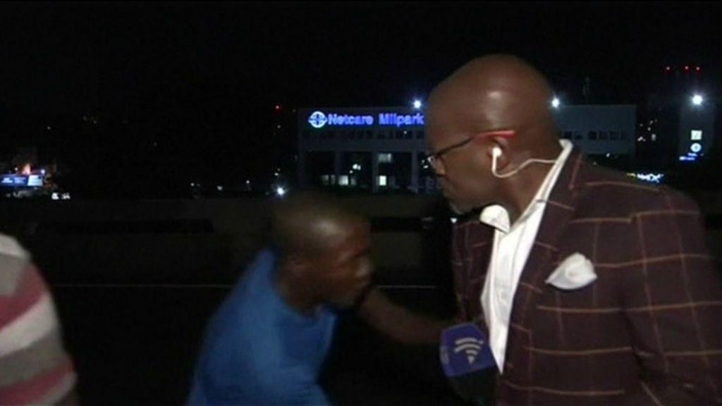 Repórter sul-africano é roubado em frente às câmeras - BBC Brasil