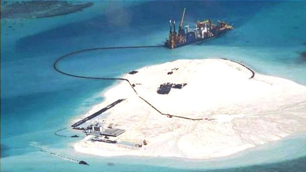 150401040653_south_china_sea_spratly_island_artificial_land_great_wall_of_sand_640x360_ap_nocredit
