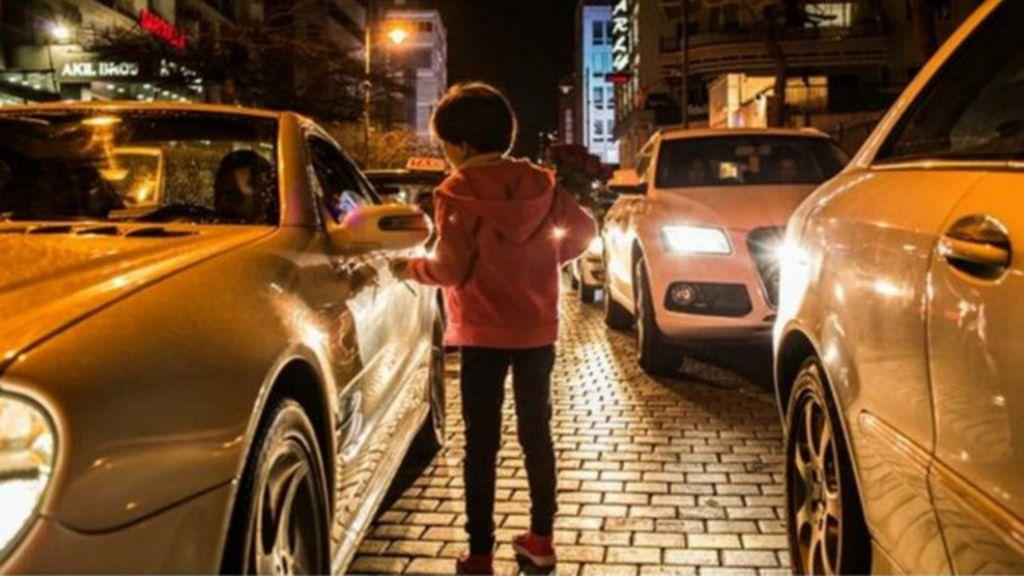 Apelo de criança síria refugiada e doente é ignorado nas ruas de ...