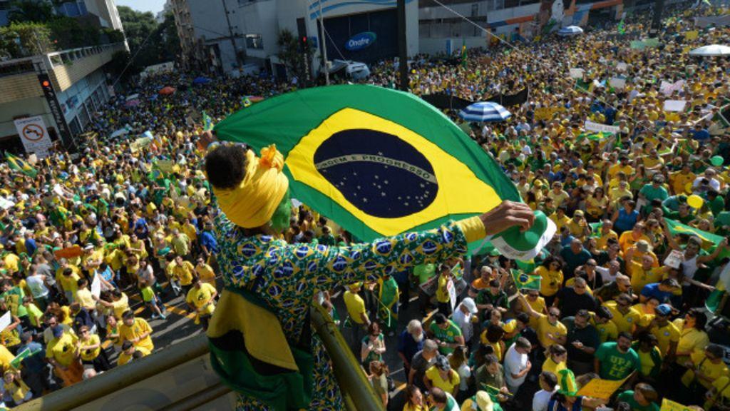 São Paulo e Brasília têm protesto fragmentado e com menos pessoas