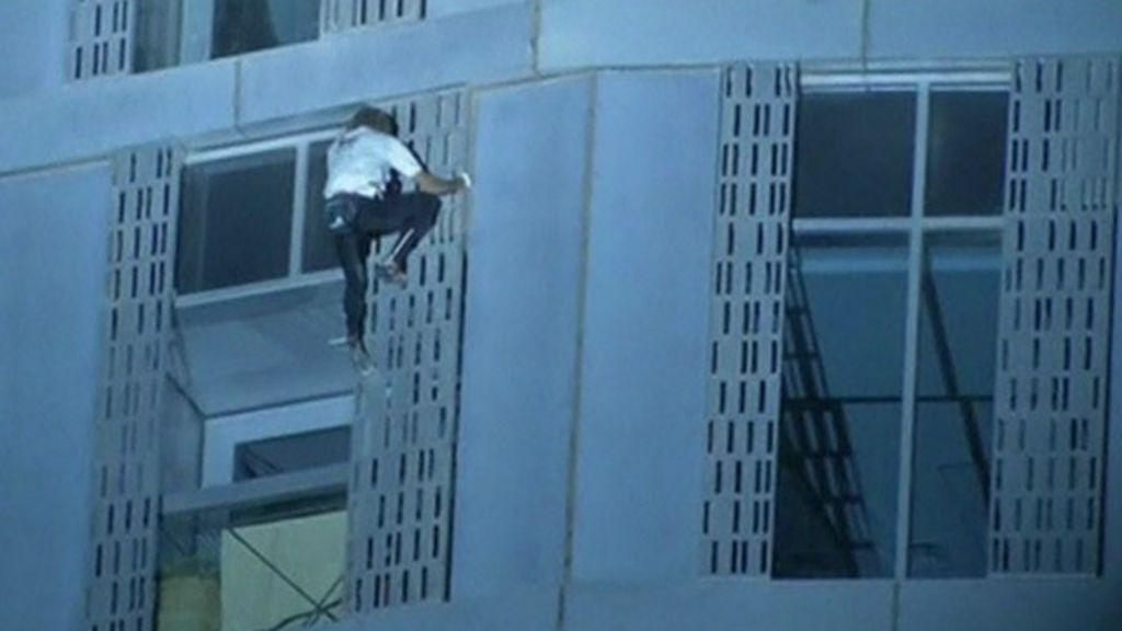 ' Homem- aranha' francês escala arranha-céu de 300 m em Dubai ...