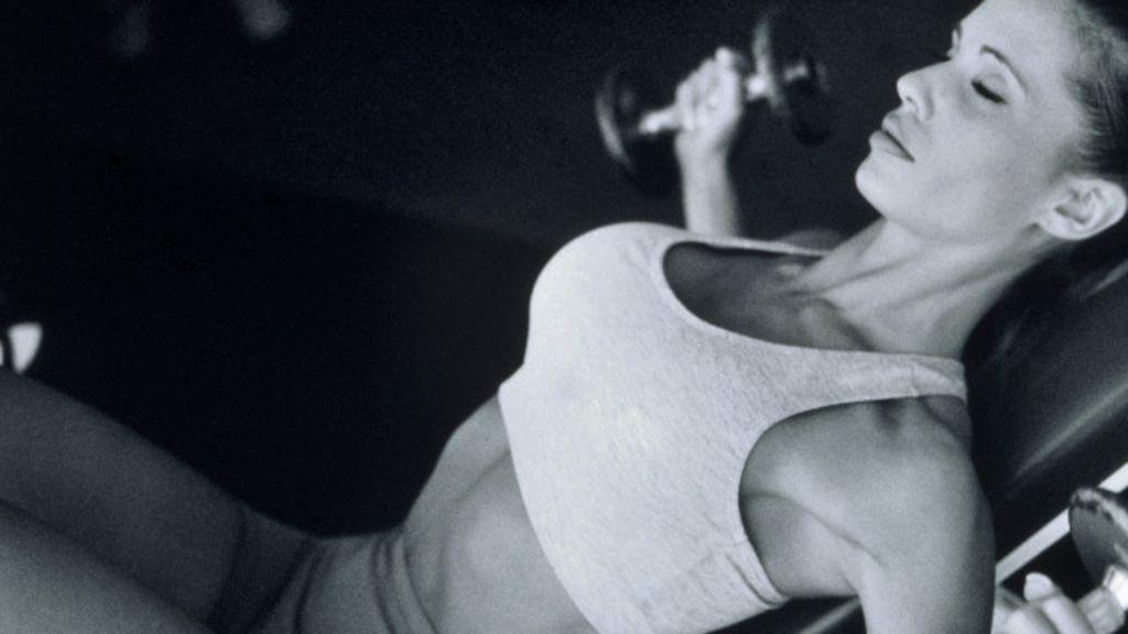 Como sutiã adaptado de cuecas modificou o esporte feminino - BBC ...