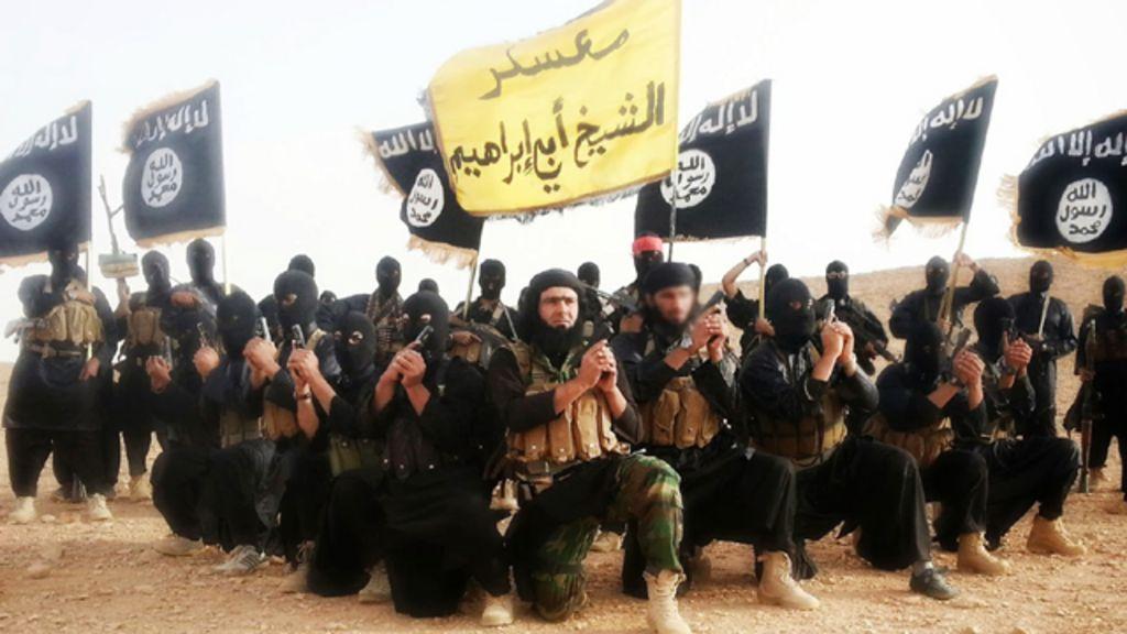 ناشطون: مقتل 25 من عناصر (داعش) بانفجار في دير الزور شرقي سوريا
