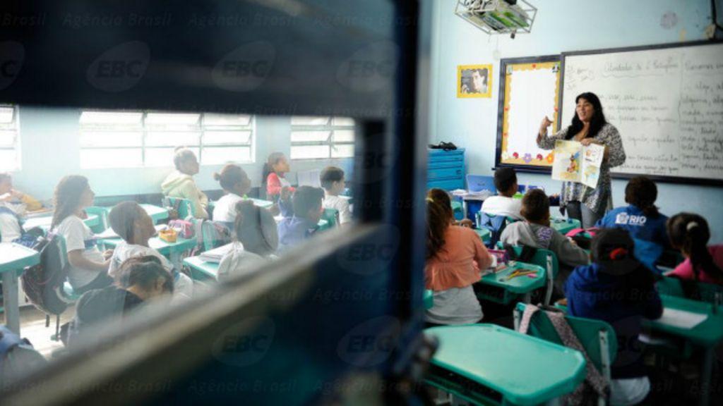 Professores no Brasil estão entre mais mal pagos em ranking ...